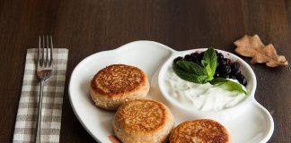 Золотистые румяные творожные сырники с цельнозерновой мукой на завтрак от potionsquirrel.ru