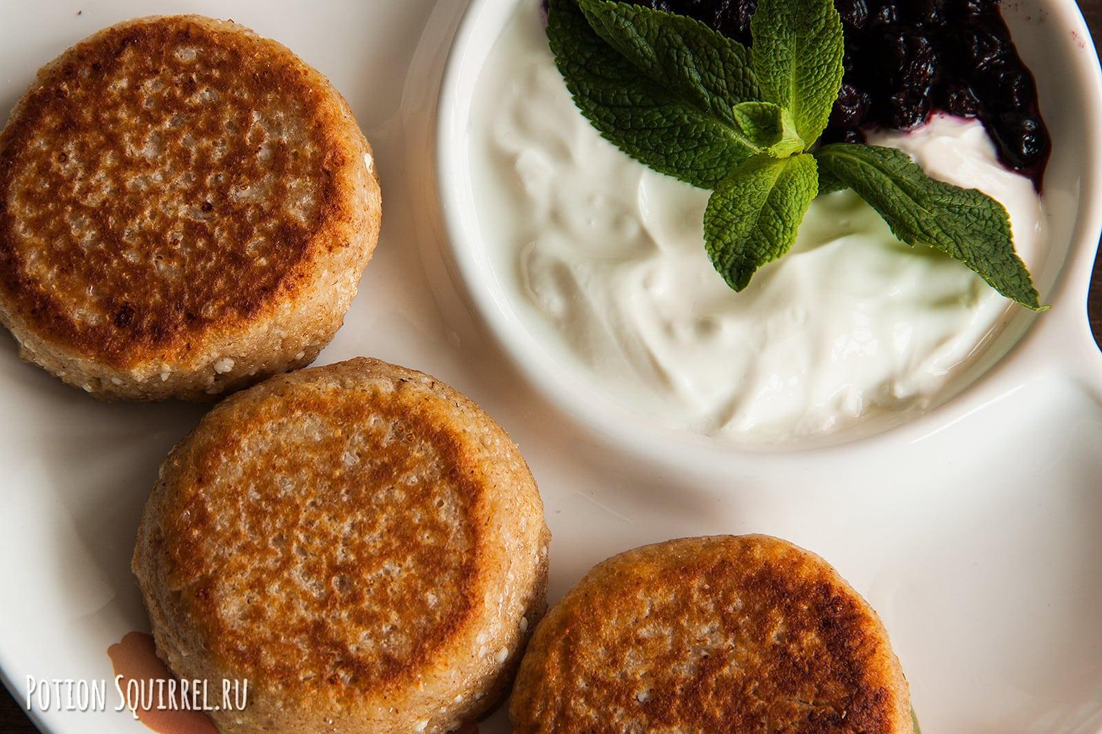Приготовьте творожные сырники на завтрак по рецепту от potionsquirrel.ru