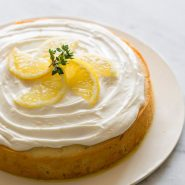 Лимонный пирог с тимьяном