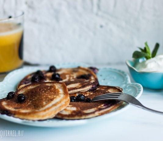 Великолепные овсяные блинчики с черникой, идеальны для завтрака. Фото и рецепт от potionsquirrel.ru