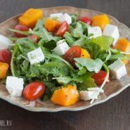 Салат с рукколой, тыквой и сыром фета