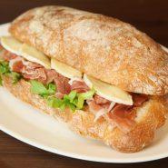 Сэндвич с беконом и горгондзолой