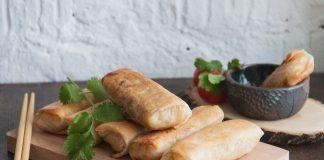 Это почти как суши для веганов. Попробуйте наш рецепт вкусных и полезных спринг-роллов с начинкой из овощей. Хрустящие спринг-роллы с тушеными овощами. Рецепт от potionsquirrel.ru