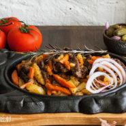 Тушеная говядина с овощами