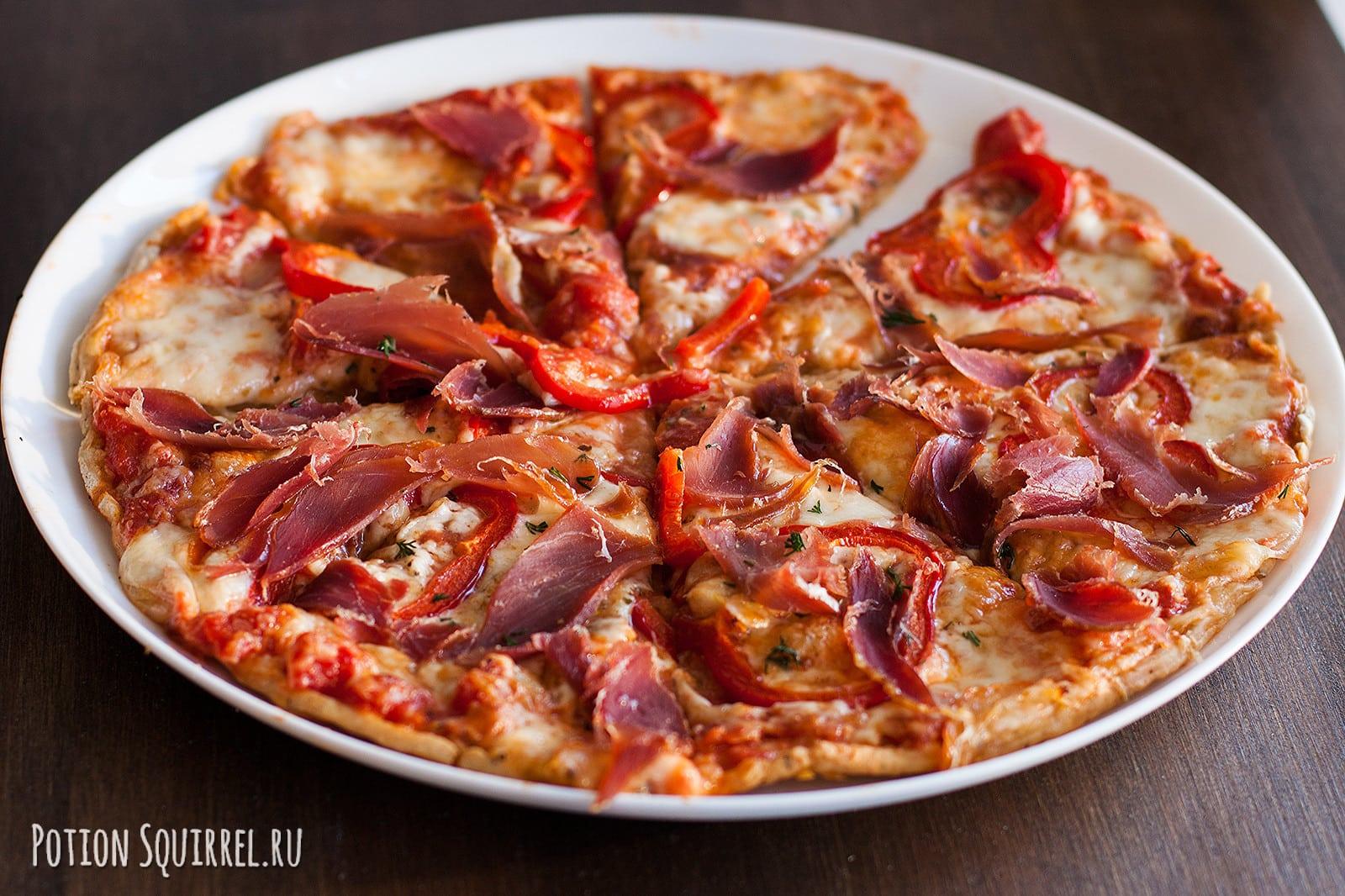 Умопомрачительная пицца на тонком тесте с ветчиной
