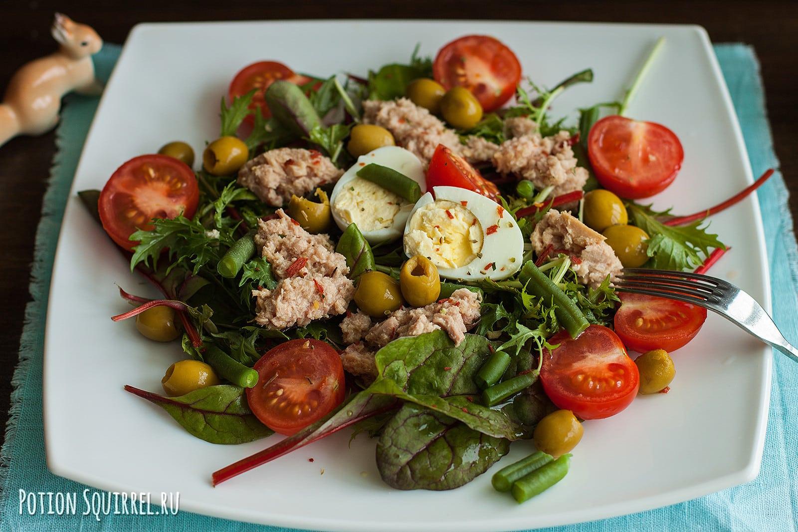 Идеальное сочетание продуктов в салате Нисуаз ставит его на одно из первых мест в мире салатов. Рецепт и фото от potionsquirrel.ru