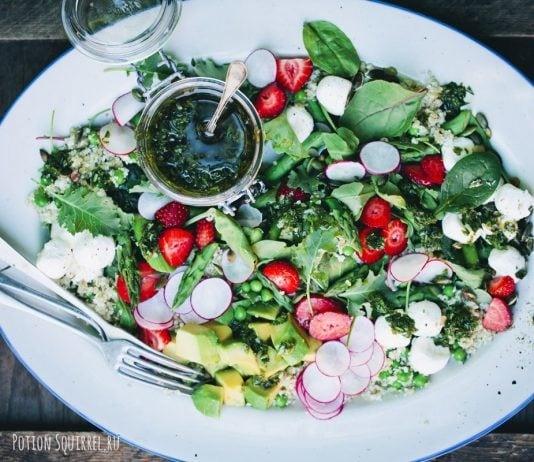 Летний салат с киноа и овощами
