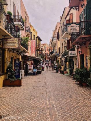 Улица рестранов и магазинов. Старая Ханья