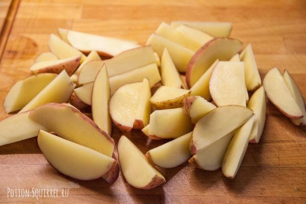 Картофель по-деревенски: порезать картофель дольками, рецепт от potionsquirrel.ru