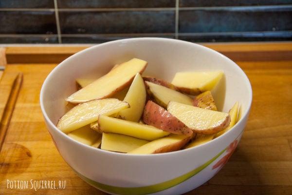 Картофель по-деревенски: смазать картофельные дольки маслом, рецепт от potionsquirrel.ru
