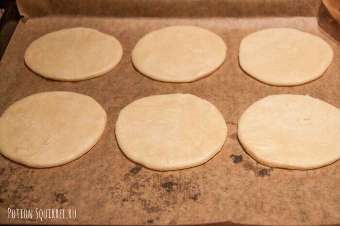 Пирожки из Гарри Поттера: выложить кружочки на противень - potionsquirrel.ru
