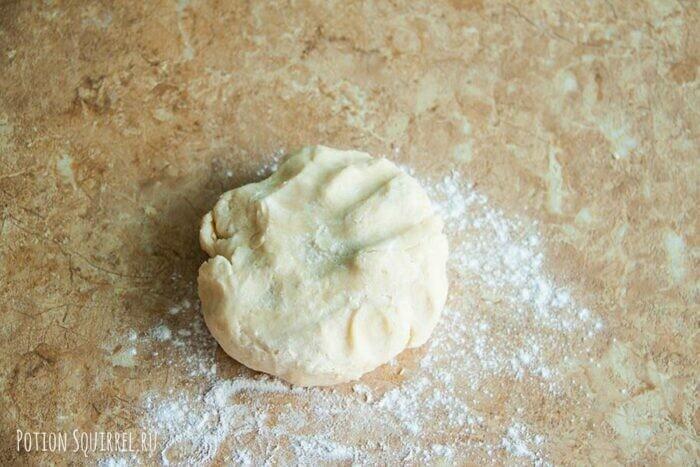 Пирожки из Гарри Поттера: тесто выложить на рабочую поверхность, присыпанную мукой - potionsquirrel.ru