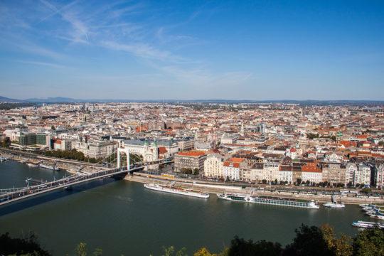 Вид на Будапешт с холма Геллерт