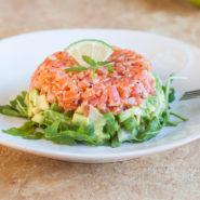 Салат из лосося с авокадо