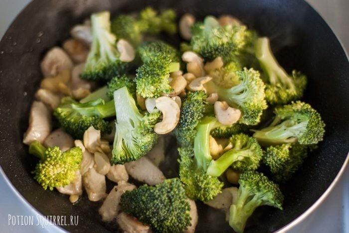 Chicken with broccoli and cashew: add broccoli and cashew - recipe from potionsquirrel.ru