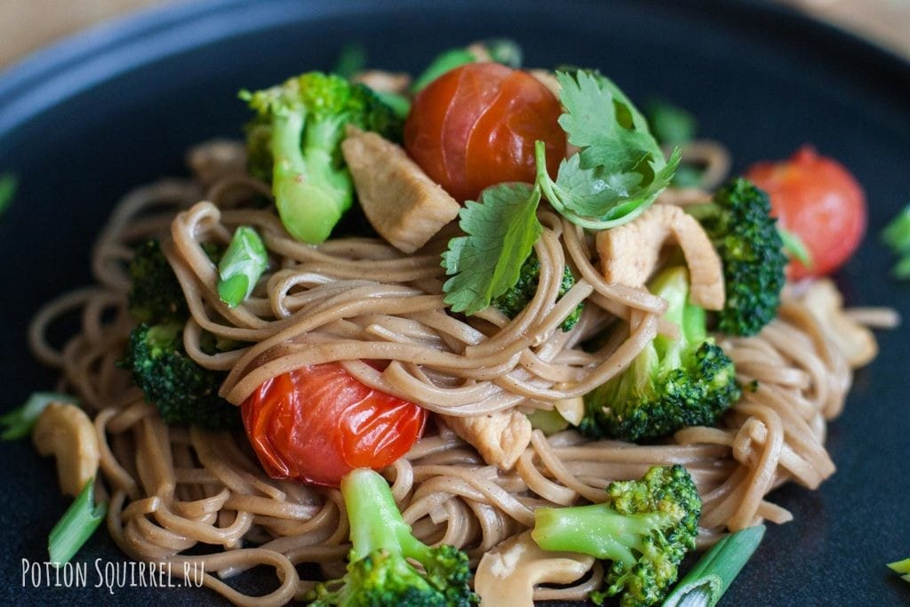 Noodles with chicken, broccoli and cashews recipe from potionsquirrel.ru