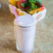 Идеальный молочный коктейль со свежей малиной